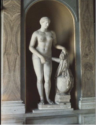 The nude ancient greek girls