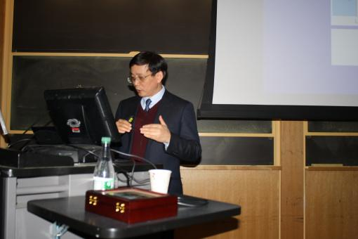 "Prof. Hou gives lecture, ""Detecting and Manipulating Single Molecules with STM"""