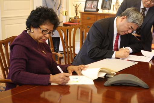 Brown and Nanjing University signed an exchange agreement during Chancellor Hong's visit.