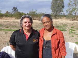 Yorta Yorta elder Denise Morgan with Hawaiian visitor and elder Kekuhi Kealiikanakaoleohaili