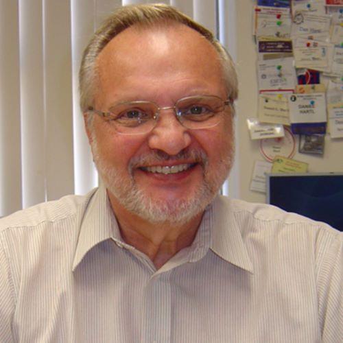 Head shot of Daniel Hartl